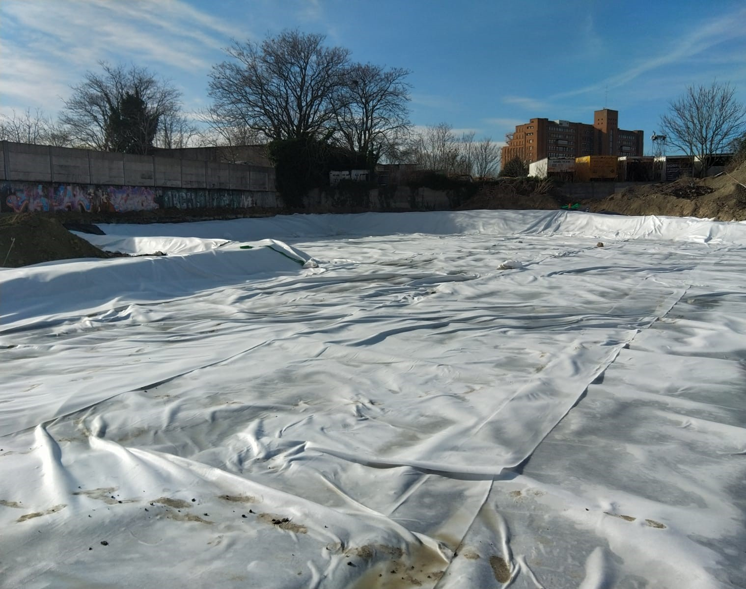 confinement-terres-polluees-etancheite-geomembrane
