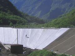 barrage avec dispositif étanchéité géomembrane